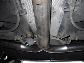2. Underneath picture of Volvo showing Y piece in exhaust for twin tails